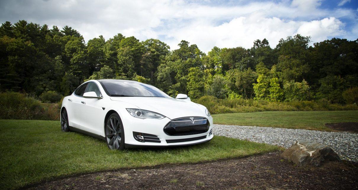 Rincaro auto Tesla