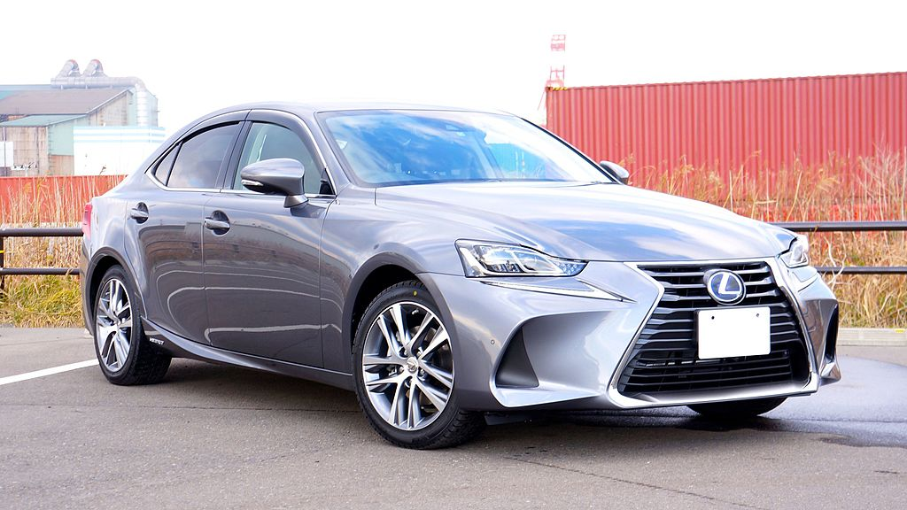 Scheda tecnica Lexus IS Hybrid